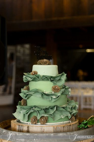 Wedding Cake captured by Immerse Photography @ Yarra Ranges Estate