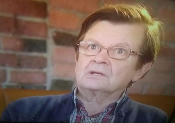 TV1 UUTISET KULTTUURI 29.3.2016 NÄYTTELIJÄ Lahjakas, PITKÄ URA,  Tv-sarjat mm. ÄVP, Sotin Menot, huumori alkaen 1960 jatkuen edelleen. TÄYTTÄÄ 70 vuotta. Uuusi ELÄMÄNKERTA  KIRJA. Yle.fi