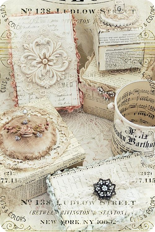 Beautiful shabby boxes by BieneAltered Boxes, Gift Boxes, Old Book Pages, Holiday Gift, Trinket Boxes, Shabby Chic, Diy Gift, Vintage Brooches, Paper Boxes