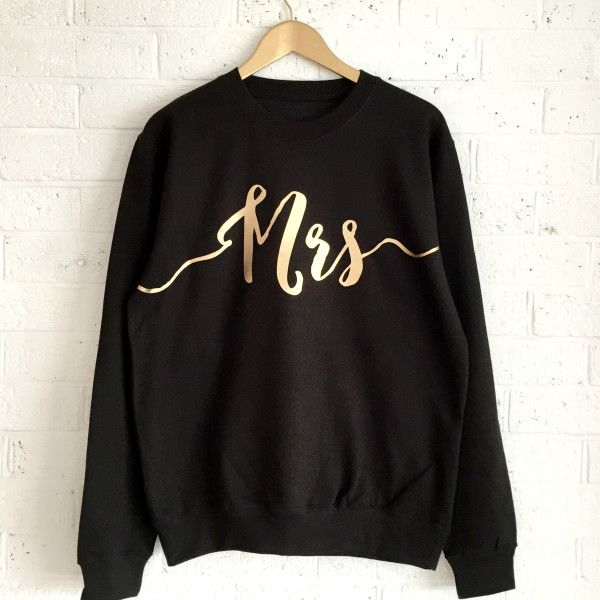 Mrs sweatshirt in black and gold