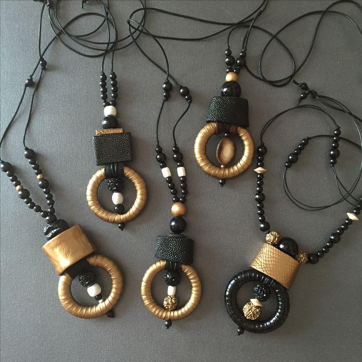Galuchat, cuir or; cuir vernis noir, perles corne céramique résine.