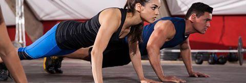 4 Unterschiede zwischen HIIT und HYPOXI! - Heute: Was ist HIIT?1. HOHE INTENSITÄT VS. NIEDRIGE INTENSITÄT HIIT ist – wie der Name schon sagt – hochintensives Training mit kurzen Schüben, gefolgt von einem weniger intensiven Rest (z. B. eine Minute Sprint plus 1 Minute Gehen). Der Intervall zwischen hoher und niedriger Intensität ist notwendig, da die Überanstrengung der hohen Intensität körperlich nicht über einen längeren Zeitraum aufrecht erhalten werden kann. Das HYPOXI-Training ist ein…