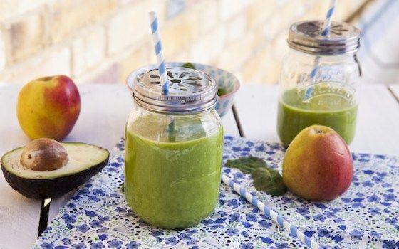Pour un nettoyage de printemps détox, rien de mieux qu'un délicieux green smoothie avocat, épinards, pommes. Facile et rapide avec le kit centrifugeuse-smoothie mix de Magimix!