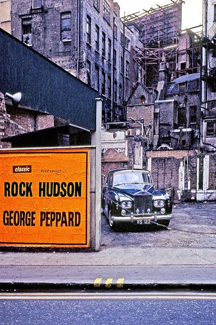 vintage everyday: Color Photographs of Street Scenes of London in 1967