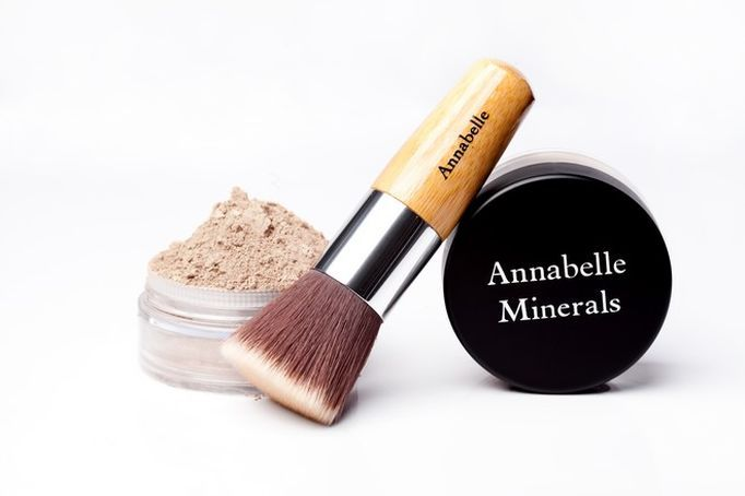 To produkt o wyjątkowych właściwościach pielęgnujących i przedłużających trwałość makijażu.
