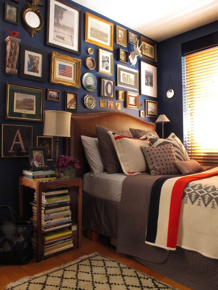 I love the Ivy League prep effect of luxe gold frames against a navy wall.