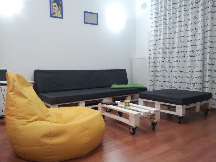 Sofa and coffee table from used pallets