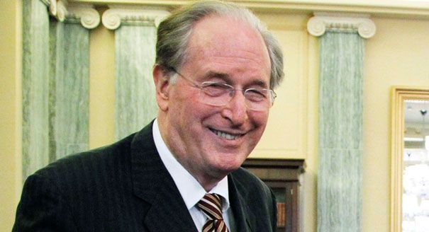 N.W.O Senator Flies On Private Jets And Makes Taxpayers Pay For It. Every time the Senator Jay Rockefeller travels between D.C. and Charleston, W.Va., he does so by a private charter plane, which costs $4,400 a trip. There are several commercial flights available that go between those cities, and a round-trip can be as affordable as $206. Rockefeller is chairman of the Senate committee with authority over transportation issues – yet he doesn't want to travel the same way most Americans do.