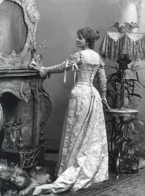 late victorian fashion