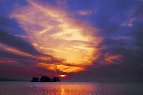 Shinji-lake. Looking for more information aboout Shimane? Go Visit Matsue Tourist Association.  http://www.kankou-matsue.jp/