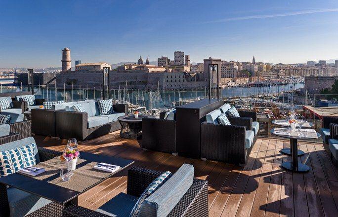 Terrasse à Marseille : Le Bar du Carré au Sofitel Marseille Vieux Port