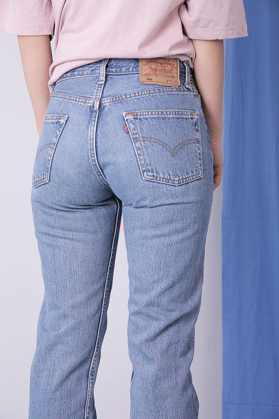 90s style Levis 501. Vintage jeans, blue jeans, levi strauss jeans. Mom jeans, vtg pants, levis trousers. Classic model of jeans from Levi Strauss. Very strong and thick material. Blue high-waisted jeans with button flyer and pockets. BRAND Levi Strauss SIZE W29 L30 MEASURMENTS waist