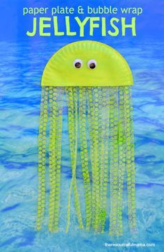 Paper plate and bubble wrap jellyfish kid craft that's great for ocean or summer themed crafts.