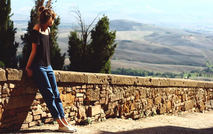 Le Baiser visits Pienza :> #Tuscany #Toskania #italy #smallcity #landscape #Pienza #wakacje #vacation #holiday #polishgirl #travel #explore #lookingforinspiration #inspiration #lebaiser #fashion #kobieta #woman #bestoftheday #picoftheday #instafashion #instastyle #beautiful #romantic #ootd #sightseeing #Włochy #instatravel #lastdaysofsummer #offshoulder