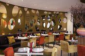 Mercure Hotel Groningen Martiniplaza  Description: Mercure Hotels een netwerk van hoteliers met meer dan 750 hotels in 49 landen. Mercure biedt variëteit en hotels met karakter. Elk Mercure Hotel weerspiegelt de unieke sfeer van land en regio en ontvangt haar gasten met een traditionele keuken en de befaamde Grands Vins Mercure. De teams van Mercure zijn zeer bekend in hun stad en regio. Zij kunnen alle vragen beantwoorden over wat er te zien en te beleven valt in hun stad. - Op zondag kunt…