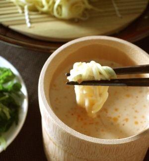 楽天が運営する楽天レシピ。ユーザーさんが投稿した「豆乳麺つゆそうめん」のレシピページです。豆乳には鉄や葉酸などが多いので、貧血予防にオススメです!。豆乳麺つゆそうめん。豆乳(無調整),味噌,めんつゆ(3倍濃縮) ,すりごま ,ラー油,そうめん,大葉やみょうがなどの薬味