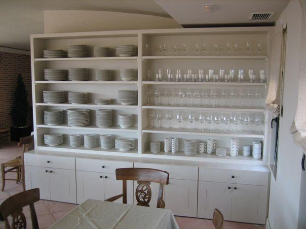 Mueble ideal para tener ordenado todo el servicio de las mesas en un restaurante fabricado con - Muebles para vajilla ...