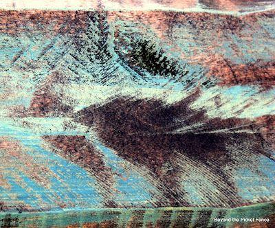 Меланжевое покрытие на деревянной поверхности.