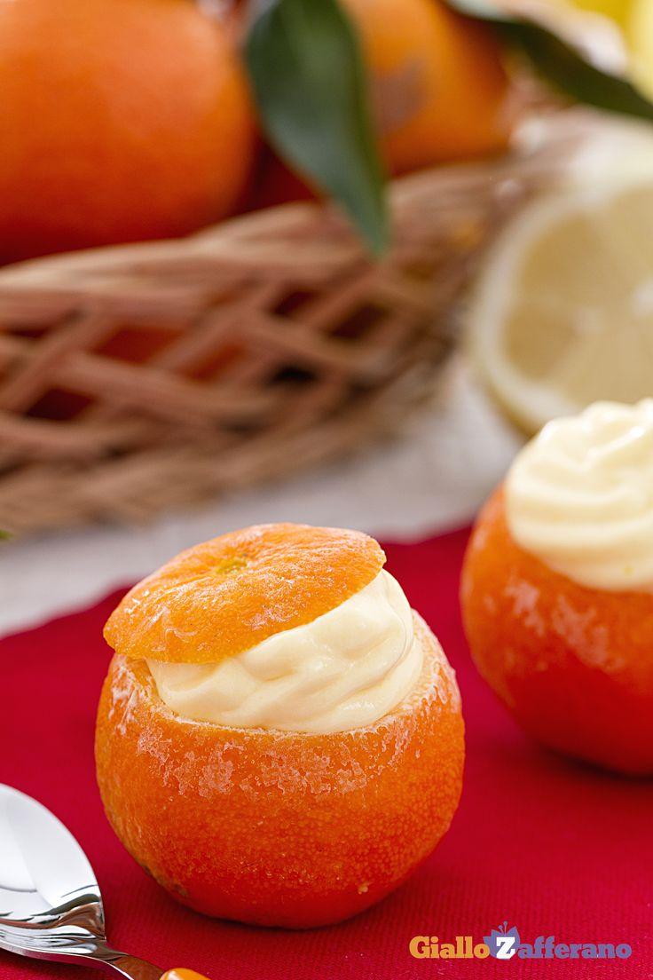 Con i MANDARINI RIPIENI (cream-filled tangerines) porterete in tavola un dessert fresco e agrumato, ideale per facilitare la digestione dopo un pasto importante! #ricetta #GialloZafferano #Natale #Capodanno #Christmas