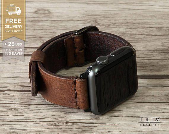 Details in korte - [horlogeband kleur: * erfgoed bruin] -------------------------------------------------------- Deze lederen horloge band is voorzien Apple Watch serie 1 en 2, zowel 38mm en 42mm case. Het past ook elk soort horloges heeft de lug breedte 20mm of 24mm. Elk paar is uniek handgemaakt!  Er zijn meer kleuren en stijlen! Controleer de 5e foto in deze aanbieding, of bezoek onze winkel voorkant op trimleather.etsy.com.   Basisinfo…