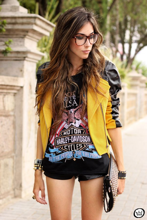 honestly am in love with this jacket... ESPECIALLY with that harley top