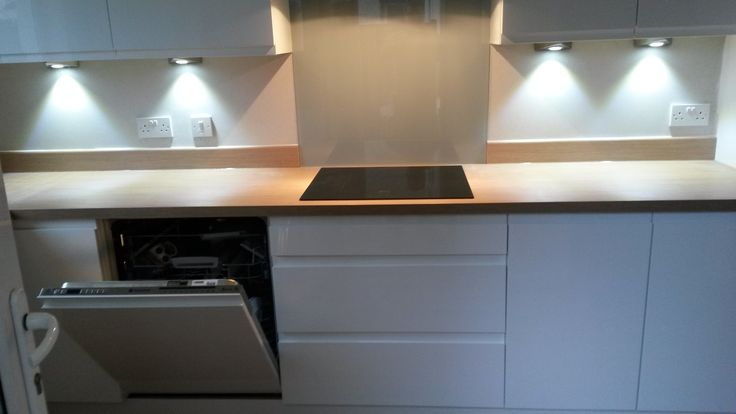 Glass splashback at hob suggestion