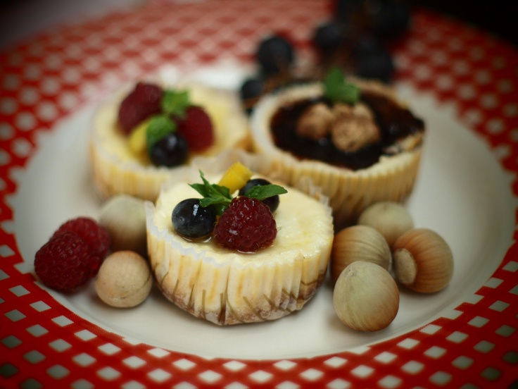 chocolate, hazelnuts and fruits minicheesecakes