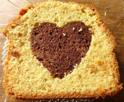 Bak twee cakes, een chocola vanille, haal uit de plakjes cake een hartje met een uitsteekvormpje, doe het chocolade hartje in het vanille cakeje en andersom en je krijgt dit resultaat..