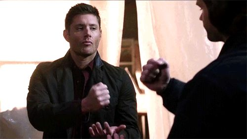 [GIF] Supernatural 11x13 Love Hurts ... Dean's face is PRICELESS ^_^ <3 #Dean Winchester #Sam Winchester || rock-paper-scissors game