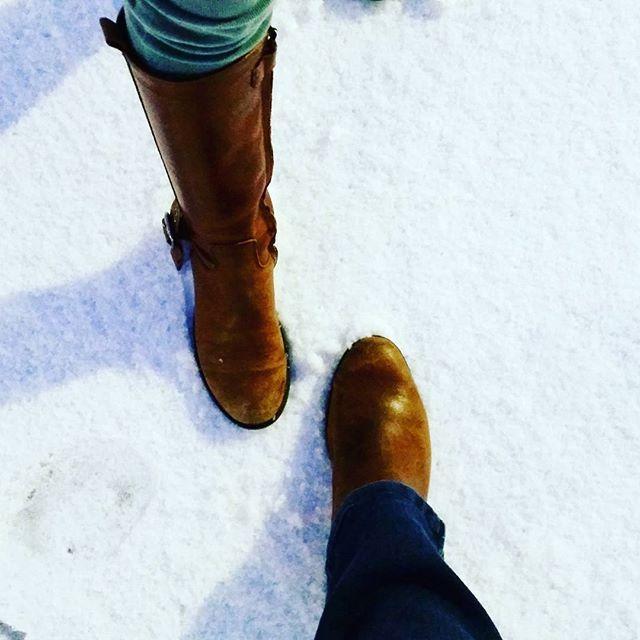 ❄ First snow ❄ #meandmygirl #motherdaughter #snowday #snow #firstsnow #neige #belgique #premiereneige #shoes #manietluxus #manietwaterloo #familyblog #lifestyleblogger #belgianblogger #mablogattitude @visitbelgium @maniet_luxus
