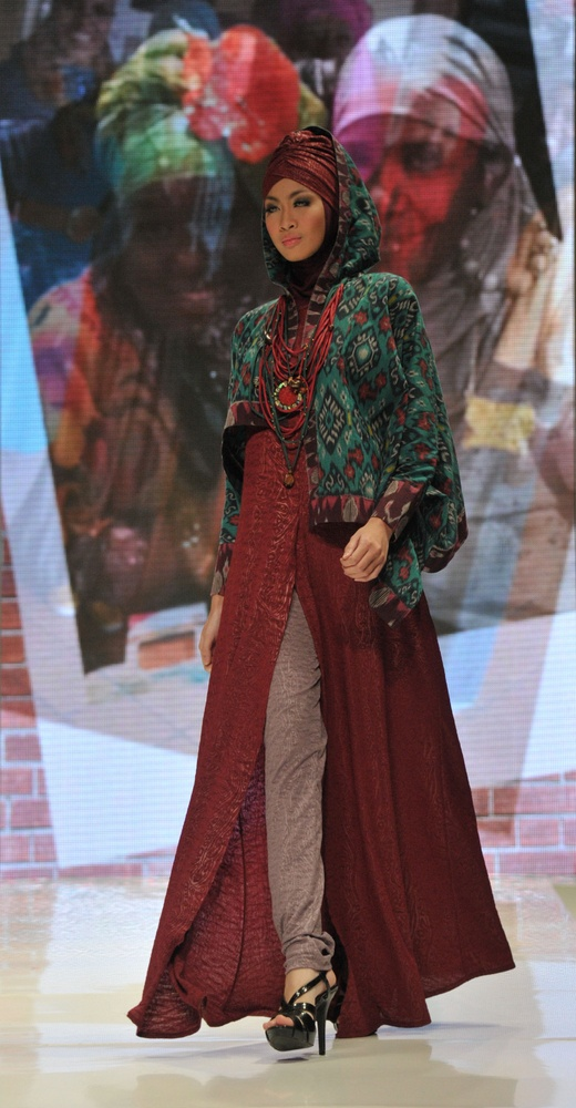 altmuslimah - Modest fashion: Muslim fashion on display in Indonesia as models show Islamic style