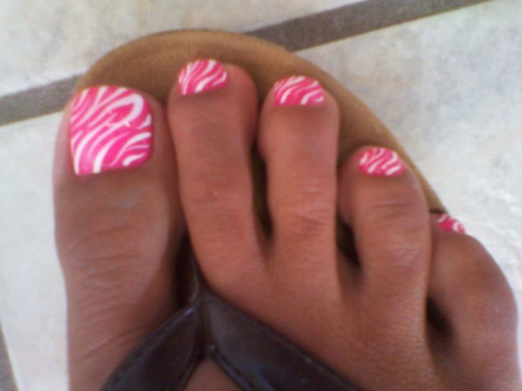 Hot pink zebra toes. Love love looooove these!!!