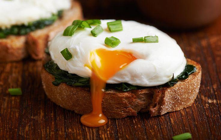 Zastřená vejce se hodí ke snídani, či večeři, ale také jsou skvělá jako součást hlavního chodu, například příloha k čočce, koprové omáčce …