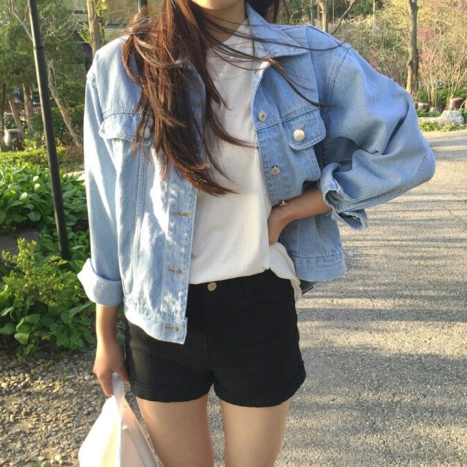 easy fall outfit: tee, shorts, and denim jacket
