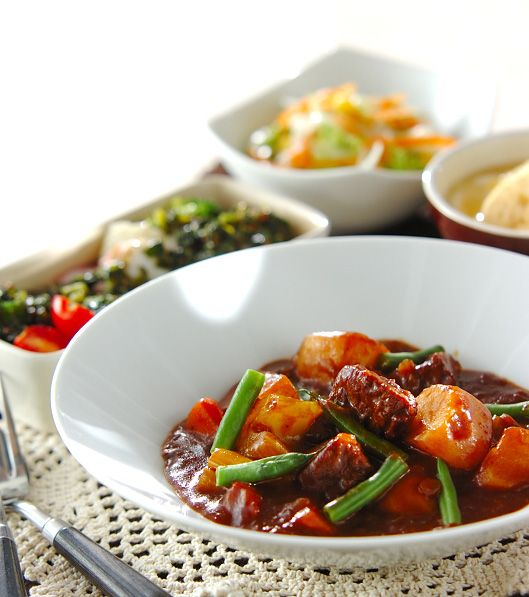 「ビーフシチュー」の献立・レシピ - 【E・レシピ】料理のプロが作る簡単レシピ/2013.12.08公開の献立です。