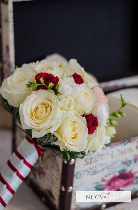 Atunci când mizezi pe clasic simplitate și eleganță nu ai cum să dai greș. Indiferent de anotimpul în care ți-ai planificat nunta un buchet clasic chic se va potrivi perfect evenimentului tău plin de rafinament. Alege frumusețea clasică! http://ift.tt/2ulYPTa