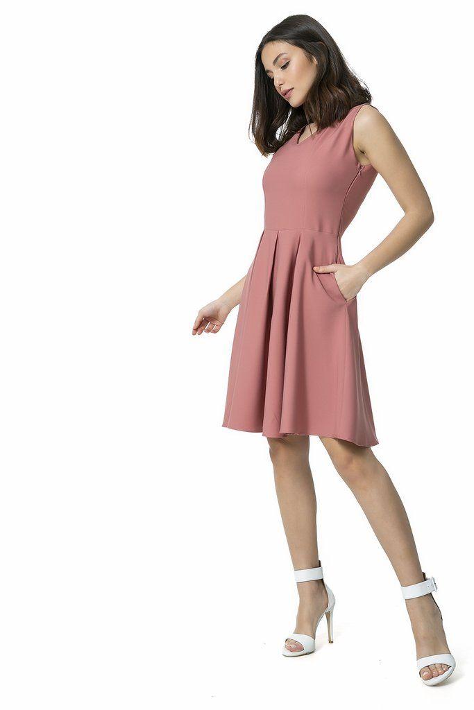 فستان وردي غامق بجيوب و طيات