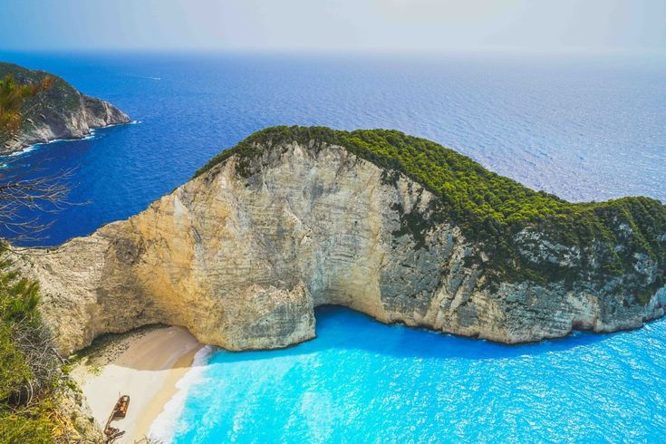 Zakynthos shipwreck by Komisantto