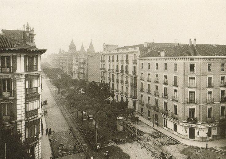 Calle Velazquez, década años 30.                                                                                                                                                                                 Más