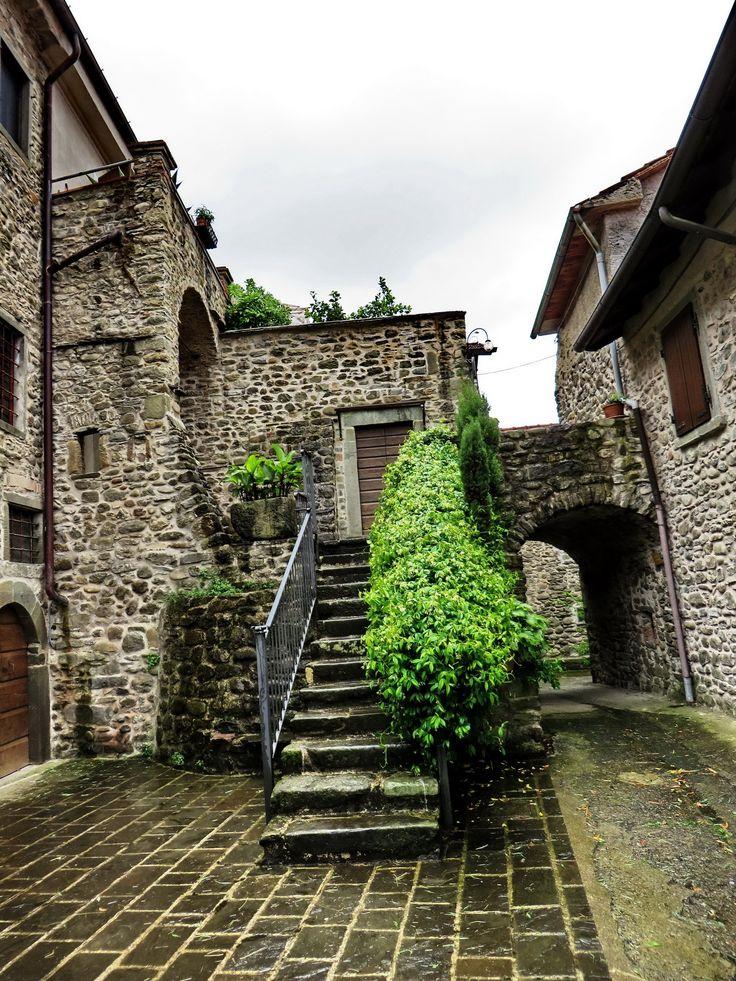 Filattiera (Fàltera in dialetto locale) è un comune italiano di 400 abitanti della provincia di Massa e Carrara in Toscana. Ponticello è una sua Frazione