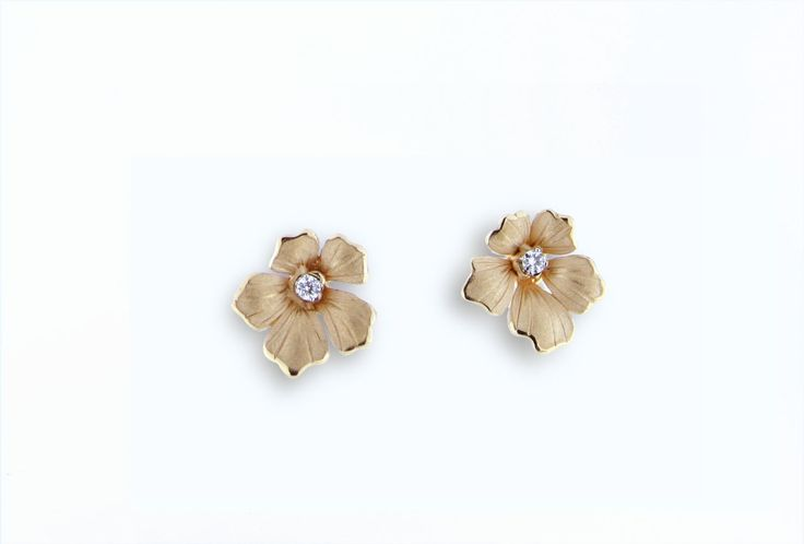 Lilla Collection  Flower Gold earring with diamonds inspired nature // pendientes flor de oro con diamantes inspirado en la naturaleza www.art-jeweller.com