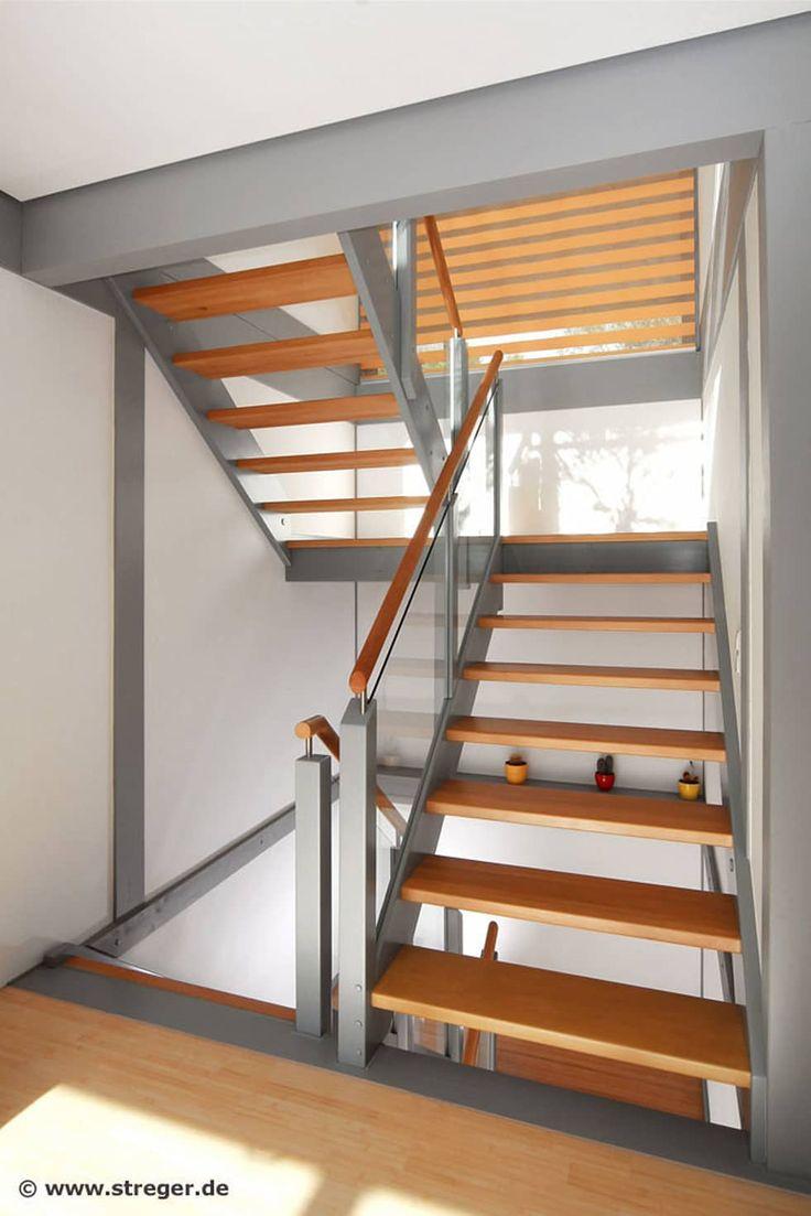 Podesttreppe aus Buche und Birke: minimalistischer Flur, Diele & Treppenhaus von STREGER Massivholztreppen GmbH