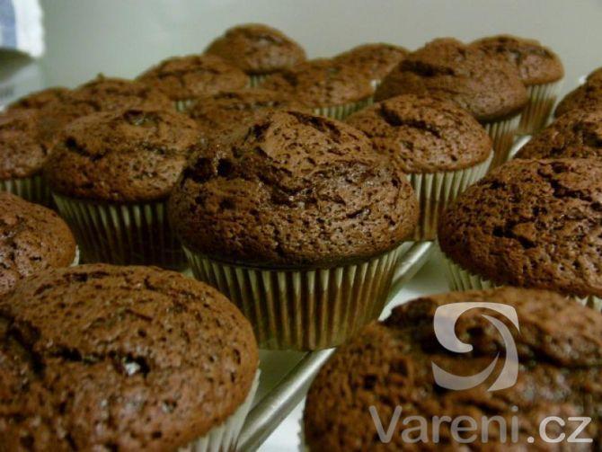 Recept na lahodné čokoládové muffiny vhodné na každou oslavu, party nebo jen tak ke kávě.