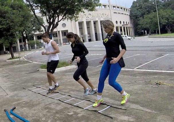 Alunas treinam Hiit em frente ao estádio Pacaembu, em São Paulo (Foto: Divulgação)