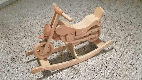 Schaukelmotorrad aus Holz - am 23.1.16 in Ottensheim vorbeigebracht, nur 45 Euro