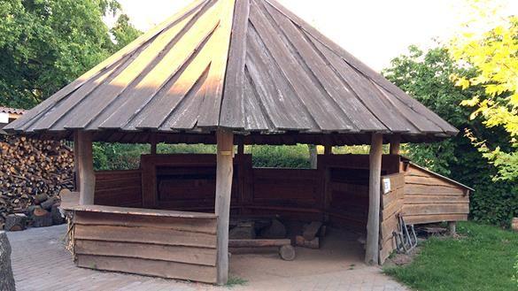 Shelter til overnatning i naturen i Gamborg v. Middelfart, © Anne-Mette Nørgaard