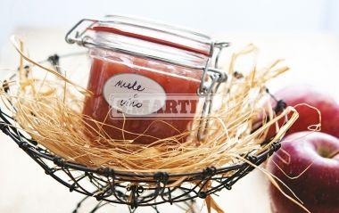 MARMELLATA DI MELE AL VINO -gluten free- 1,2 Kg of apples, 4 spoons of white wine, 1 spoon of cinnamon powder, 3 cloves, 1 Fruttincasa 2:1 + 500 g of sugar or 1 Fruttincasa 3:1 + 350 g of sugar. This a particular jam. Its unique flavor comes from the combination of apples and wine. #jam #apple #wine #ilovesanmartino