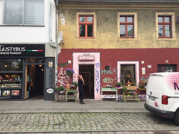 Neustadt, Dresden in Germany // Why You Need to Check Out Neustadt on happiestwhenexploring.com
