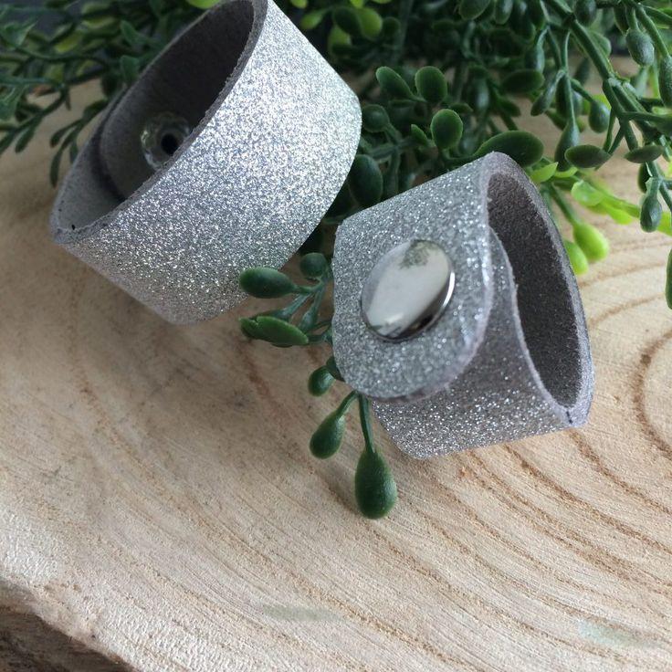 zilverkleurige scarvelets met glitter en drukker - 4leafs4joy - handy - 12,5 cm en 10 cm lang - 1,7 cm breed - voor je shawl - gala - communie