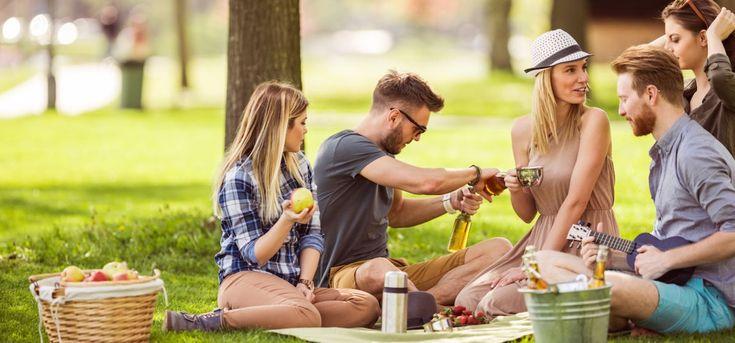 Endlich Picknick-Zeit in den schönsten Parks in Deutschland. Heute ist der Europäische Tag des Parks. Grund genug, euch Deutschlands schönste Parks vorzustellen. Nutzt das lange Wochenende, um auf Entdeckungstour zu gehen und ein Picknick zu veranstalten.